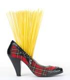 Mode und Nahrung - roher Teig in der Schuhferse Stockfoto