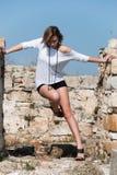 Mode unter alten Ruinen in Avdira Lizenzfreies Stockbild