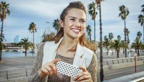 Mode-vendeur à la mode de sourire sms d'écriture à Barcelone, Espagne Images stock