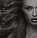 Modeartfoto der attraktiven jungen Frau lizenzfreie stockfotografie