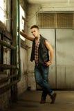 Modefoto eines attraktiven jungen Mannes Lizenzfreie Stockbilder