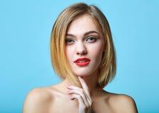 Modeartportrait der schönen empfindlichen Frau stockbilder