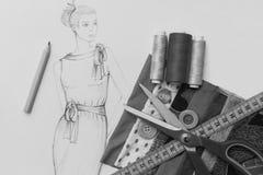 Modedesigne skissar - svartvitt Arkivfoto