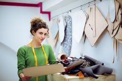 Modedesigner mit Schattenbildern Lizenzfreies Stockbild