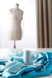 Modedesignerstudio mit Mannequin Lizenzfreies Stockfoto