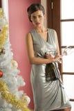 Modeflicka som är klar för xmas-rostat bröd Royaltyfria Bilder
