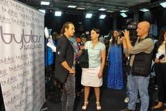 Modeformgivare Manuel Facchini i kulisserna under den Byblos showen som en del av Milan Fashion Week Royaltyfri Foto