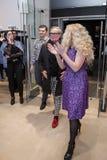 Modeformgivare Rocco Barocco på invigningsdagen av det första mono-märke lagret i Ryssland Arkivbilder