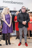 Modeformgivare Rocco Barocco på invigningsdagen av det första mono-märke lagret i Ryssland Fotografering för Bildbyråer