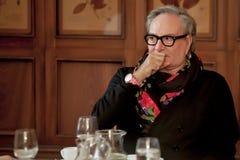 Modeformgivare Rocco Barocco på invigningsdagen av det första mono-märke lagret i Ryssland Royaltyfria Bilder