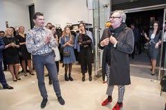 Modeformgivare Rocco Barocco på invigningsdagen av det första mono-märke lagret i Ryssland Royaltyfri Bild