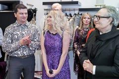 Modeformgivare Rocco Barocco på invigningsdagen av det första mono-märke lagret i Ryssland Royaltyfri Fotografi