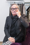 Modeformgivare Rocco Barocco på invigningsdagen av det första mono-märke lagret i Ryssland Arkivbild
