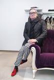 Modeformgivare Rocco Barocco på invigningsdagen av det första mono-märke lagret i Ryssland Royaltyfria Foton