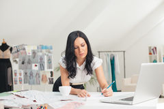 Modeformgivare Sketching Royaltyfria Bilder