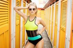 Modefoto des jungen Mädchens in der Badebekleidung Lizenzfreie Stockbilder