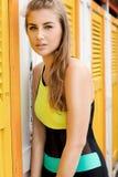 Modefoto des jungen Mädchens in der Badebekleidung Stockfotografie