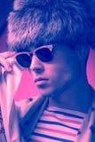 Modefotografie, Sonnenbrille, Gesichts-Kopfnahaufnahme des Mannes vorbildliche Lizenzfreie Stockfotografie