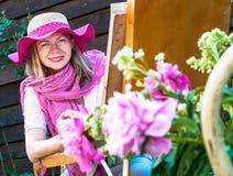Modefrau malt Lizenzfreie Stockbilder