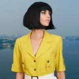 Modefrau mit Pendelfrisur Lizenzfreie Stockbilder