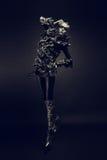 Modefrau mit Schwarzem bilden Stockfoto