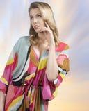 Modefrau mit Sommerkleid Stockfotografie