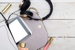 Modefrauenmake-upwesensmerkmalekosmetik des Makes-up obenliegende beaut Lizenzfreie Stockbilder