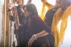 Modegrupp av härliga unga kvinnor Fotografering för Bildbyråer