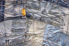 Modehintergrund vieler Jeanstaschen stockfotografie