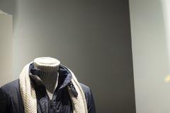 Modekleidungs-Speichermannequin des Shops blindes Stockbild