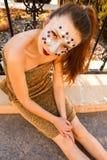 Modekvinna med idérik makeup Arkivbild