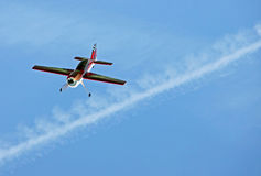 Model aeroplane flying in blue sky Royalty Free Stock Photography