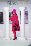 Model bij de show van ontwerper Slava Zaitsev Royalty-vrije Stock Foto's
