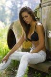 model brunett utomhus Fotografering för Bildbyråer