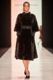 Model chodzi na PÑ ` tr IAKOVLEV dla SAKHABULT wybiegu Zdjęcia Royalty Free