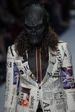 Model chodzi pas startowego dla Peyman Umay pokazu mody Zdjęcie Royalty Free