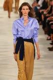 Model chodzi pas startowego jest ubranym Ralph Lauren wiosnę 2016 podczas Nowy Jork mody tygodnia Obraz Stock