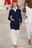 Model chodzi pas startowego jest ubranym Ralph Lauren wiosnę 2016 podczas Nowy Jork mody tygodnia Zdjęcia Stock