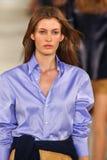 Model chodzi pas startowego jest ubranym Ralph Lauren wiosnę 2016 podczas Nowy Jork mody tygodnia Zdjęcie Royalty Free