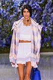 Model chodzi pas startowego podczas Christian Dior przedstawienia Fotografia Stock