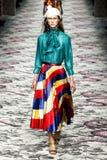 Model chodzi pas startowego podczas Gucci przedstawienia Zdjęcie Royalty Free