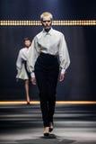 Model chodzi pas startowego podczas Lanvin przedstawienia Obrazy Royalty Free