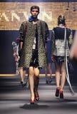 Model chodzi pas startowego podczas Lanvin przedstawienia Obraz Royalty Free
