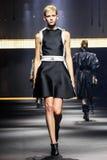 Model chodzi pas startowego podczas Lanvin przedstawienia Fotografia Royalty Free