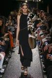 Model chodzi pas startowego przy Sonia Rykiel przedstawieniem Zdjęcia Royalty Free