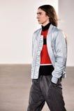 Model chodzi pas startowego przy Tim Coppens pokazem mody podczas Nowy Jork mody tygodnia mężczyzna spadku, zimy 2016/ Obrazy Stock
