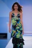 Model chodzi pas startowego w Agua Bendita projektantów pływania odzieży Obrazy Stock