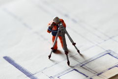 Model construction worker building plans B Royalty Free Stock Images