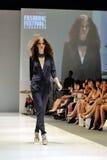 Model demonstratieontwerpen van Swarovski met het themakoninkrijk van Juwelen in Audi Fashion Festival 2012 Royalty-vrije Stock Foto