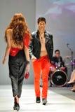 Model demonstratieontwerpen van Swarovski met het themakoninkrijk van Juwelen in Audi Fashion Festival 2012 op 18 Mei, 2012 Stock Foto's